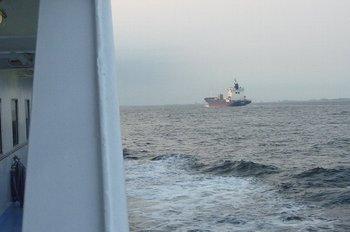 34航行する船とすれ違う.JPG